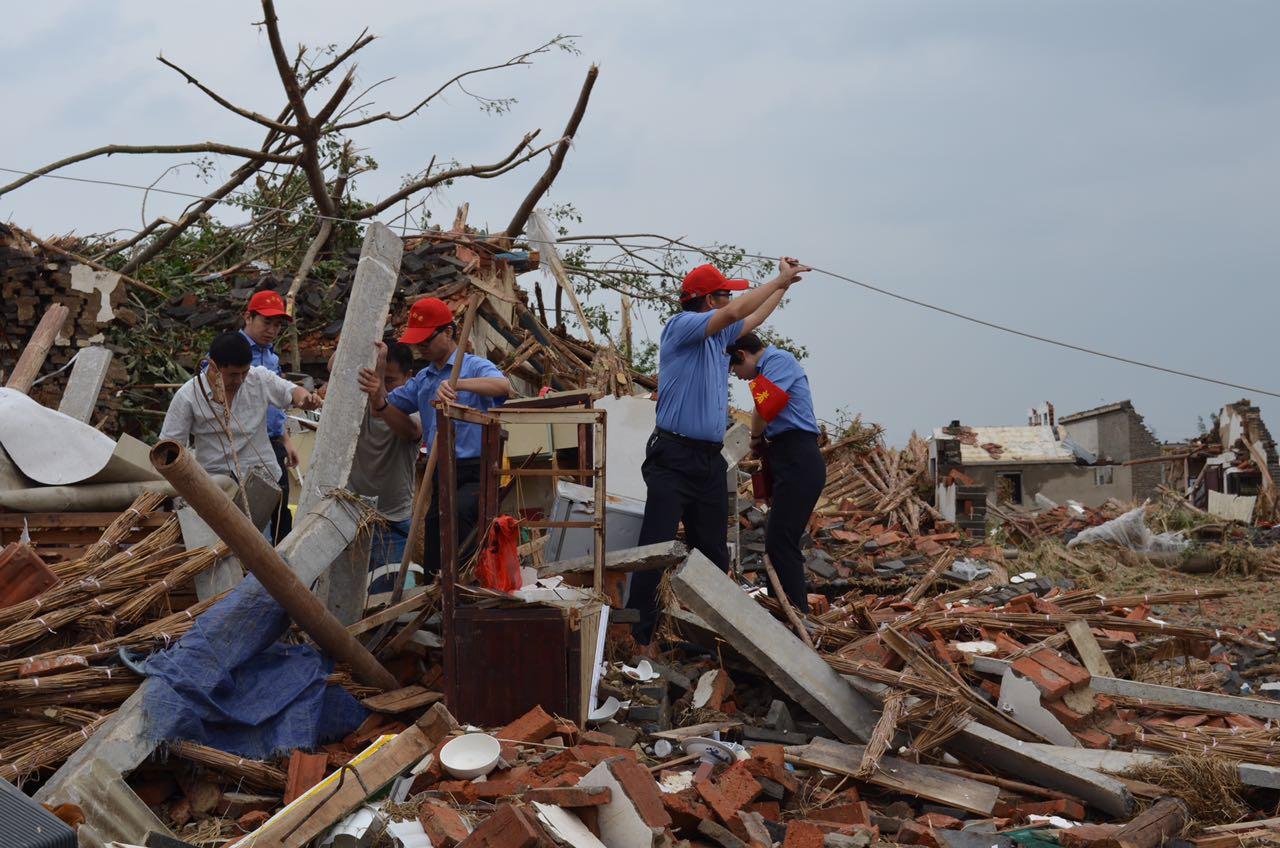 1阜宁组织青年志愿者驰援龙卷风重灾区.jpg
